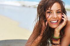Google Image Result for http://img.ehowcdn.com/article-new/ehow/images/a01/v2/g3/get-beachy-wavy-hair-800x800.jpg    Hair should also look beach wet