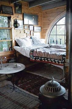 Image via We Heart It https://weheartit.com/entry/155886861 #cabin #forest #grunge #hipster #lovely #room #woods