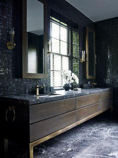 Black bathroom ideas design ideas for black bathroom black white silver bathroom ideas Dark Vanity Bathroom, Black Cabinets Bathroom, Black Marble Bathroom, Dark Bathrooms, Master Bathroom, Silver Bathroom, Wood Bathroom, Bad Inspiration, Bathroom Inspiration