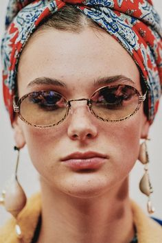 See all the Backstage photos from Etro Spring/Summer 2019 Ready-To-Wear now on British Vogue Fashion Week 2018, Milano Fashion Week, Turban Style, Makeup Forever, Luisa Beccaria, Contemporary Jewellery, All About Fashion, Ermanno Scervino, Vintage Inspired