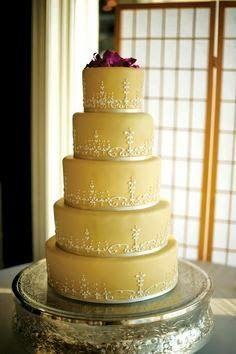 Beauty and the Beast Wedding Cake | http://simpleweddingstuff.blogspot.com/2014/05/beauty-and-beast-wedding-cake.html