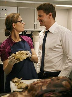 David Boreanaz and Emily Deschanel in Bones Emily Deschanel, David Boreanaz, John Francis Daley, Bones Tv Series, Bones Tv Show, Best Tv Shows, Best Shows Ever, Favorite Tv Shows, Favorite Things