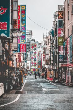 Robot Restaurant: Things to do in Shinjuku - Avenly Lane Travel - Robot Restaurant in Tokyo: Things to do in Shinjuku Tokyo! Want to see the famous Robot Restaurant in Shinjuku? Aesthetic Japan, City Aesthetic, Travel Aesthetic, Japon Tokyo, Shinjuku Tokyo, Tokyo Tour, Tokyo City, Tokyo Japan Travel, Go To Japan