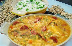 Frango: tempere o frango com sal. Em uma frigideira quente, coloque o azeite e doure o frango. Coloque o alho e depois a cebola até começar a dourar. Acrescente o tomate, o molho de tomate e deixe …