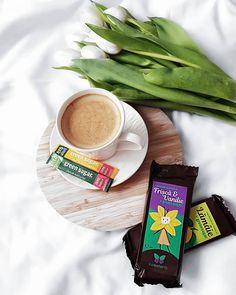 Good morning, Tuesday !💕 No sugar sweets from @greensugar.ro 💕 . . . . . #greensugar #coffeeinbed #thebeautycornerbycristinanae #cristinam…