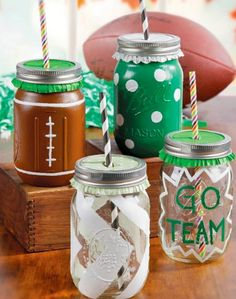 Celebrate your team and create DIY sport mason jar cups with colorful straws this fall! Can easily be made into Blackhawks gear!