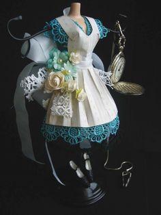 participação no  Blog Doll Dress Colors - Tema Altered Dress   inspirei-me no projeto de Lynne     Ahhh aaa Alice...   Quando descrev...
