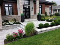 52 Fresh Front Yard and Backyard Landscaping Ideas for Your Home Front Yard Walkway, Front House Landscaping, Modern Landscaping, Landscaping Ideas, Front Yards, Front Driveway Ideas, Front Steps, Landscaping Software, Modern Landscape Design