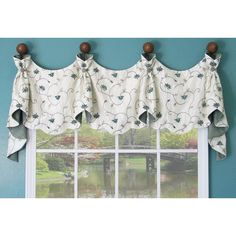 This valance can have a smooth bottom edge or a dainty scallop edge.�