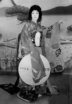 fromthefloatingworld: Nakamura Utaemon VI acting in a production at Tokyo Kabuki-za, December 1939 -- KWLT's 2013 production of Macbeth, directed by Jonathan C. Dietrich