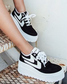 Go Sexy Surwave Black Casual Sneakers, Sneakers Fashion, Fashion Shoes, Shoes Sneakers, Leather Sneakers, Cute Shoes, Me Too Shoes, Kawaii Shoes, Aesthetic Shoes