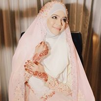 diana amir - syar'i and simple wedding dress...love her khimar :)