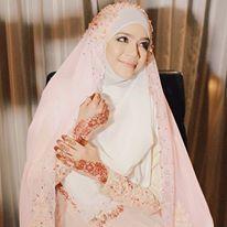 diana amir - syar'i and simple wedding dress...love her khimar :)