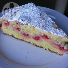 This is a light and tangy redcurrant cake with Greek yoghurt. A perfect summer treat on a sunny afternoon in the garden.