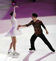 2011-02-20 エキシビションで演技する安藤と高橋