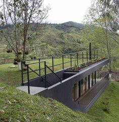 An eco-friendly roof is typically a roofing that is talked about plants, which often lessens stormwater run-off and minimizes air-conditioning charges. Earth Sheltered Homes, Sheltered Housing, Roof Design, House Design, Plan Chalet, Roofing Options, Residential Roofing, Eco Architecture, Underground Homes