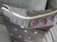 Mój pierwszy i mam nadzieję nie ostatni - tutorial. Torba dwustronna, bawełniana, eko :) można ją nosić raz na jednej innym razem na drugie...