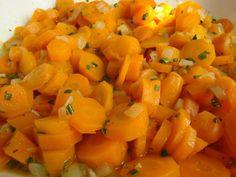 Das perfekte Karottensalat mit Karotten und Zwiebel-Rezept mit Bild und einfacher Schritt-für-Schritt-Anleitung: Karotten schälen und im Topf oder…