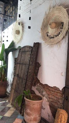 Le concept store de Max&Jan expose sa sellection de vintage au coeur de la Medina de Marrakech. . . . #Max&Jan #Conceptstore #Marrakech #Vintage #MedinaMarrakech Marrakech, African, Concept, Texture, Store, Unique, Crafts, Vintage, Collection