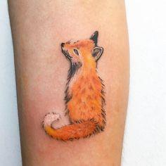Learn more about tattoo styles and the work of Nívea Crepaldi - niveatattoo (Tattoo artist). Tattoo Studio, Fine Line Tattoos, Leaf Tattoos, Tattoo Artists, Hustle, Tatoos, Blog, Fox Tattoos, First Tattoo