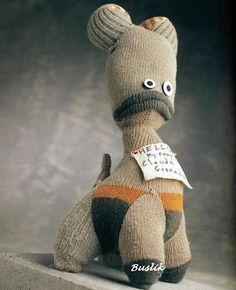 Stupid_Sock_Creatures A book about making cute funny toys from socks :)Онлајн книга за изработка на слатки плашила од чорапи :)...Идеални за детска игра или декорација.