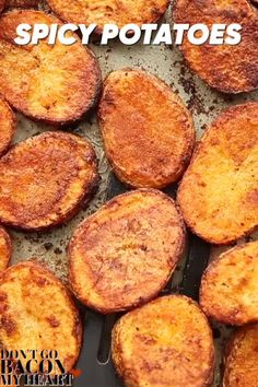 These spicy potatoes are the perfect finger food for any occasion! Indian Food Recipes, Vegetarian Recipes, Snack Recipes, Cooking Recipes, Thai Recipes, Asian Recipes, Vegetarian Finger Food, Vegan Finger Foods, Cooking Bacon