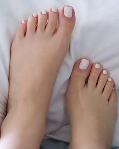 Pretty Toe Nails, Cute Toe Nails, Pretty Toes, White Pedicure, White Nails, Nice Toes, Foot Pics, Beautiful Toes, Minimalist Nails