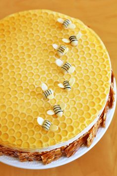 """פיית העוגיות: עוגה זבת חלב ודבש, ושיתוף פעולה עם """"בצק אלים""""!"""