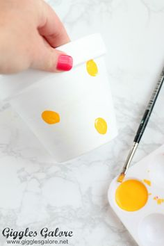 Celebrate the special teachers in your life with an adorable DIY Bee Fingerprint Teacher Appreciation Gift with free printable tags. Bee Flower, Flower Pot Art, Decorated Flower Pots, Painted Flower Pots, Yellow Crafts, Preschool Teacher Gifts, Bee Gifts, Craft Club, Teacher Appreciation Week