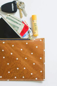 DIY: leather zippered pouch