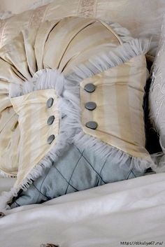 It's a Vintage Life - trying to think of ways to use parts of Mom's old wedding dress to pass down to the girls - handbags, sachets, pillows, ornaments Sewing Pillows, Diy Pillows, Decorative Pillows, Cushions, Throw Pillows, Cushion Covers, Pillow Covers, Soft Furnishings, Pillow Design