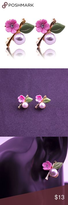 🌺Colorful Flower & Pearl Earrings Pearl & flower stud earrings.  Cute!  ❗️$3.99 SHIPPING ❗️ if you are my first buyer ! Jewelry Earrings