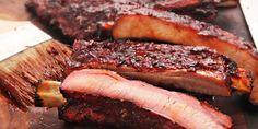 Langzaam gegaarde ribbetjes, gekarameliseerd in BBQ-saus | Brussels Ketjep