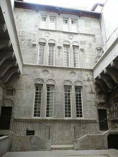 Cour intérieure d'un hôtel particulier de style Renaissance.