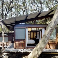 We already got Modern Tiny House on Small Budget and will make you swon. This Collections of Modern Tiny House Design is designed for Maximum impact. Modern Tiny House, Tiny House Design, Outdoor Spaces, Indoor Outdoor, Architecture Design, Sustainable Architecture, Australian Architecture, Japanese Architecture, Amazing Architecture