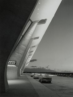 dulles airport terminal  designed by eero saarinen in 1958