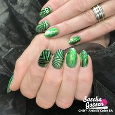 CND™ SHELLAC™ Art Basil with Lecenté glitters and Lecenté foil. And the :YOURS loves SASCHA stamping plate. With a matte and glossy finish. #naildesigns #nailstagram #nailswag #fashion #nails2inspire #cnd #cndshellac #cndworld #cndeducationambassador #cndnederland #sascha #saschagossen #lecente #laprofilique #yourscosmetics #yourslovessascha #stamps #stampingnailart #stampingqueen #stampingplates #shellac #nails #nailpro #nailart
