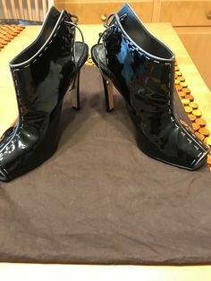 ENDING SOON:  Fabulous patent leather Manolo Blahnik heels, shoes, pumps, sandals size 401/2 #shoes #designer