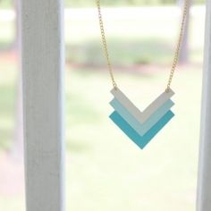 How to make a necklace from paper; very quick and super easy! (photo tutorial)