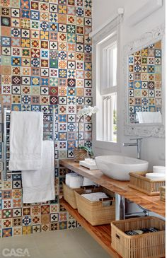 Baño - azulejos - tiles - bathroom - baskets in bathroom Bad Inspiration, Bathroom Inspiration, Bathroom Ideas, Bathroom Designs, Bathroom Wall, Cement Bathroom, Tile Bathrooms, Bathroom Remodeling, Bathroom Interior