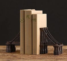 Create an iconic bridge with your anthologies, encyclopedias or classics using these bookends that resemble the famous Brooklyn structure.