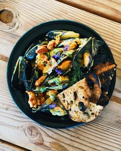 Cocina de Baja California at its finest.  Thanks to Chef @esteban_lluis for preparing this amazing lunchtime snack of local Ensenada mussels  chorizo bathed in a secret sauce accompanied w/ olive wood toasted bread from Valle de Guadalupe...too good  ________  #offthebittenpath