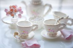 ♔ Gilded teacups and tea set made of pastillage