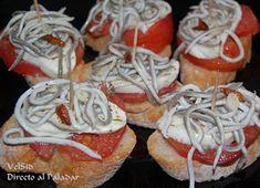 Squiggly tapas: Caprese con gulas (Caprese with baby eels) Pinchos Caprese, Lemon Jello, Kabobs, Food To Make, Good Food, Easy Meals, Fruit, Desserts, Diabetes