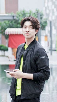 ❤❤ 공유 Gong Yoo ♡♡ Life was its usual and then there's Yoo. Hot Korean Guys, Korean Men, Asian Actors, Korean Actors, Goblin Korean Drama, Goblin Gong Yoo, Yoo Gong, Singer Fashion, Korean Celebrities