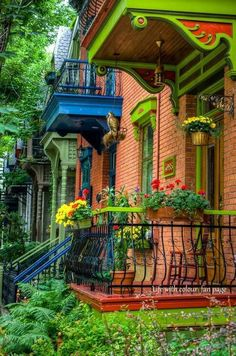 The green house in the Le Plateau borough of Montreal, Quebec, Canada! photo by Martin-Montreal in Pictures Montreal Ville, Of Montreal, Montreal Travel, Beautiful Buildings, Beautiful Homes, Beautiful Places, House Beautiful, Beautiful Gorgeous, Belle Villa