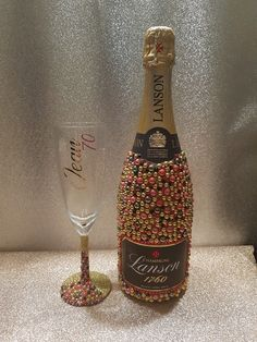 A wide variety of unique bespoke gifts and glitter glasses for any occasion. Personalised frames and personalised glitter glasses that you will love. Liquor Bottle Crafts, Liquor Bottles, Diy Home Crafts, Fun Crafts, Bling Bottles, Make Quick Money, Glitter Glasses, Decorative Bottles, Personalised Frames