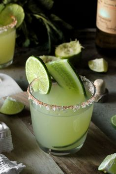 This Mint Cucumber & Smoky Jalapeno Margarita recipe is daaaangerous. And boozy. Mezcal Margarita, Mint Margarita, Jalapeno Margarita, Margarita Recipes, Margarita Flavors, Party Drinks, Cocktail Drinks, Cocktail Recipes, Drink Recipes