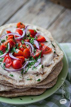 piadina hummus di cannellini e pomodorini