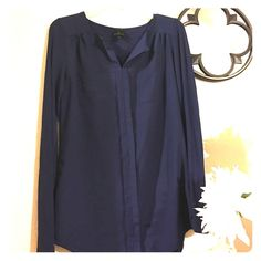 Worthington Navy top Excellent condition! Goes great with tights on a date night! Dress up or down with flats! Worthington Tops Blouses